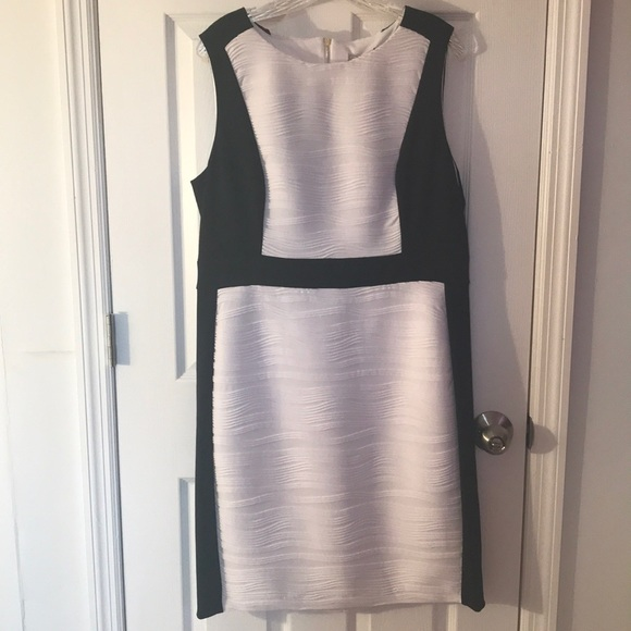 Dana Buchman Dresses & Skirts - Black/white form-fitted cocktail dress